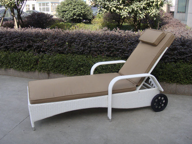 SY-3084 PE rattan lounger